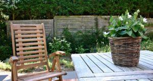 Výhody zahradní kanceláře a tipy, jak ji vybavit