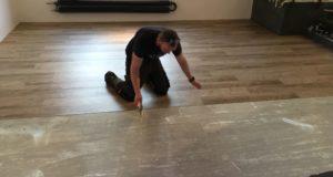 Pokládka vinylové podlahy s odborníky