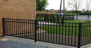 Realizace nového oplocení: pletiva a plotové dílce